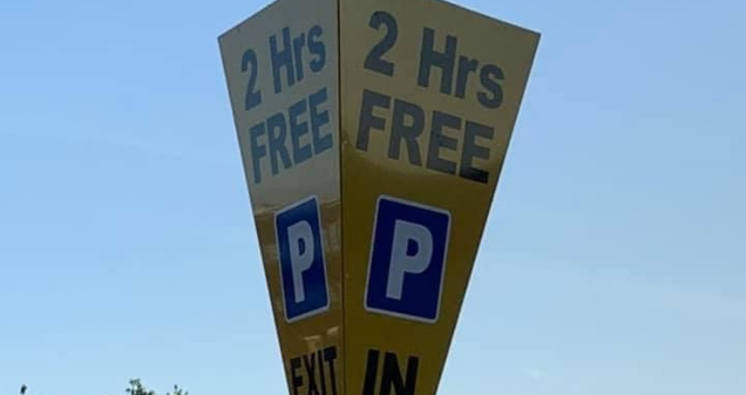 2 hours free parking sign